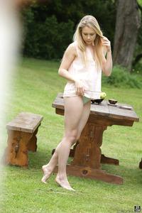 Alecia Fox Making Outdoor Blowjob