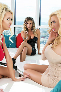 Three Hot Girls Have A Lesbian Threesome