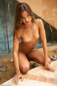 Paradise Nude Chick Antea