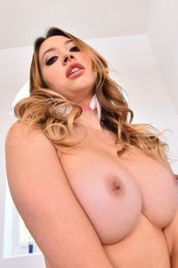 Horny Babe Quinn Wilde Prepare Her Ass For Black Cock