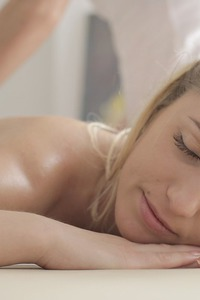 Jessi Gold And Rita Rush Sexy Massage