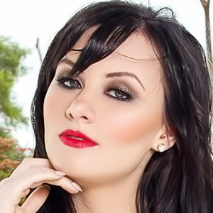 Skylar Leigh