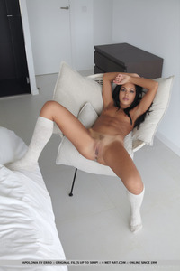 Apolonia Flaunts Her Sexy Body