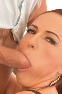Cock Sucking Service Offers Tina Belle