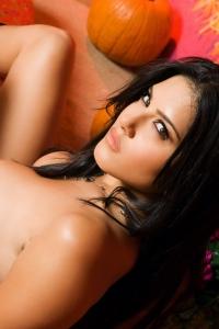 Sunny Leone Spreads Her Legs