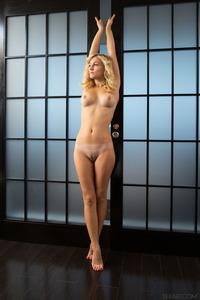 Top Blonde Babe Aislin Nice Ass