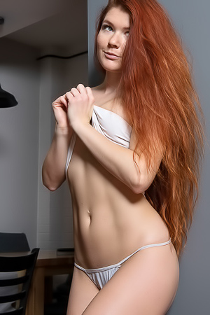 Redhead Hottie Babe Mia Sol