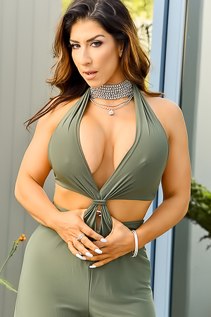Raven - Gorgeous In Green