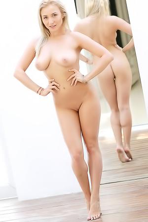 Ella In Curves Aplenty