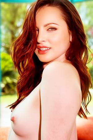 Nude MILF Playmate Carissa White