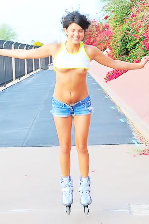 Teen Rollerblade Trisha