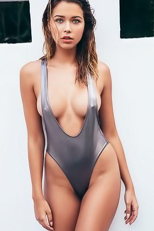 Gorgeous Sandra Kubicka