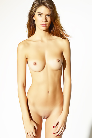 Leggy Girl Victoria R Body Balance