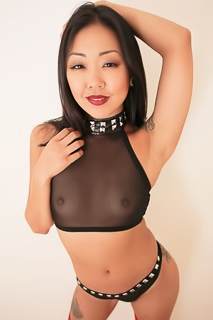 Sexy Asian Babe Shows Her Ass Wide