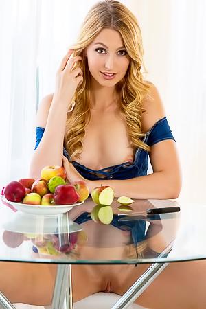 Glamout Hottie Alexa Grace Strips Nude