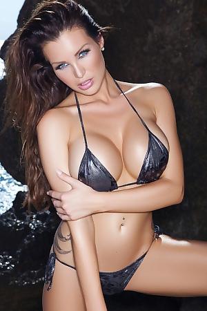 Tattooed Helen De Muro Glamour Bikini And Boobs