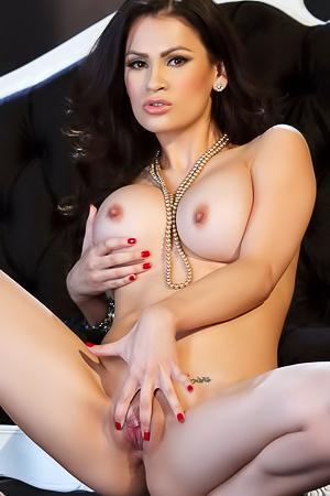 Vanessa Veracruz Big Boobs Showing