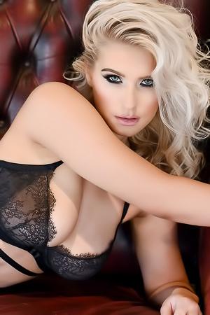 British Bombshell Jess Davies