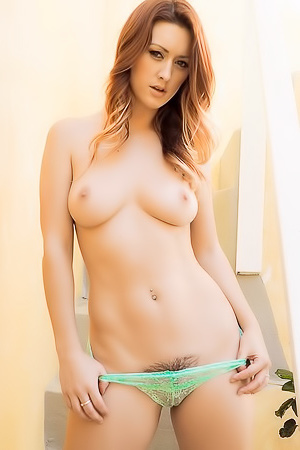 Karlie Montana Strips And Plays With Herself