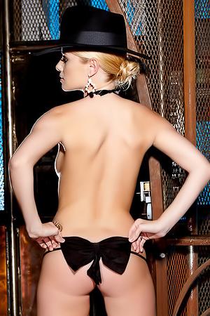 Stunning naked blonde