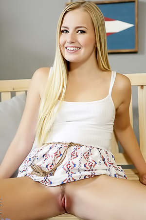 Beautiful Blonde Scarlett Sage Masturbates