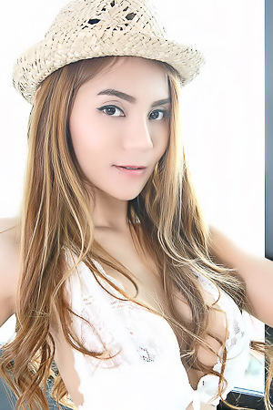 Asian Model Anna