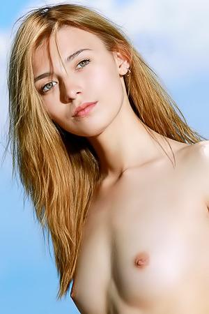 Naked Lovely Niki Posing Outdoor
