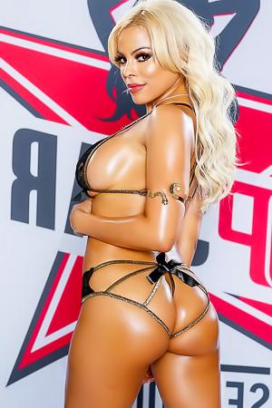 Busty Latina Bitch Luna Star