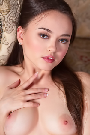 Sexy Brunette Teen Li Moon